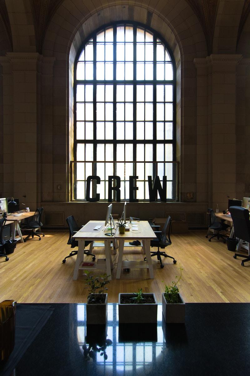 Sucesión de Empresa, ¿Qué Sucede con los Trabajadores en un Traspaso de Sociedad?