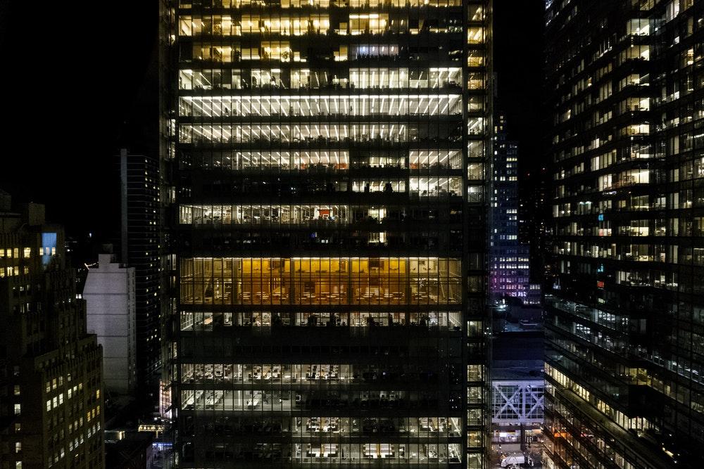 Trabajo nocturno: particularidades y pluses asociados