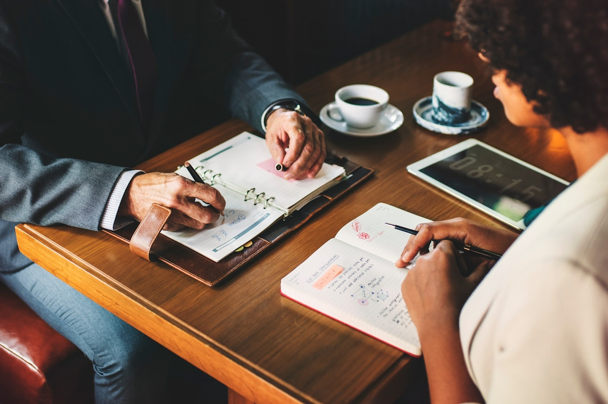 ¿Cómo debo negociar un contrato de alta dirección?
